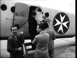 Statue Of The Holy Virgin, Who Protects Pilots And Emigrants Arrives In Paris From Italy  (1949)
