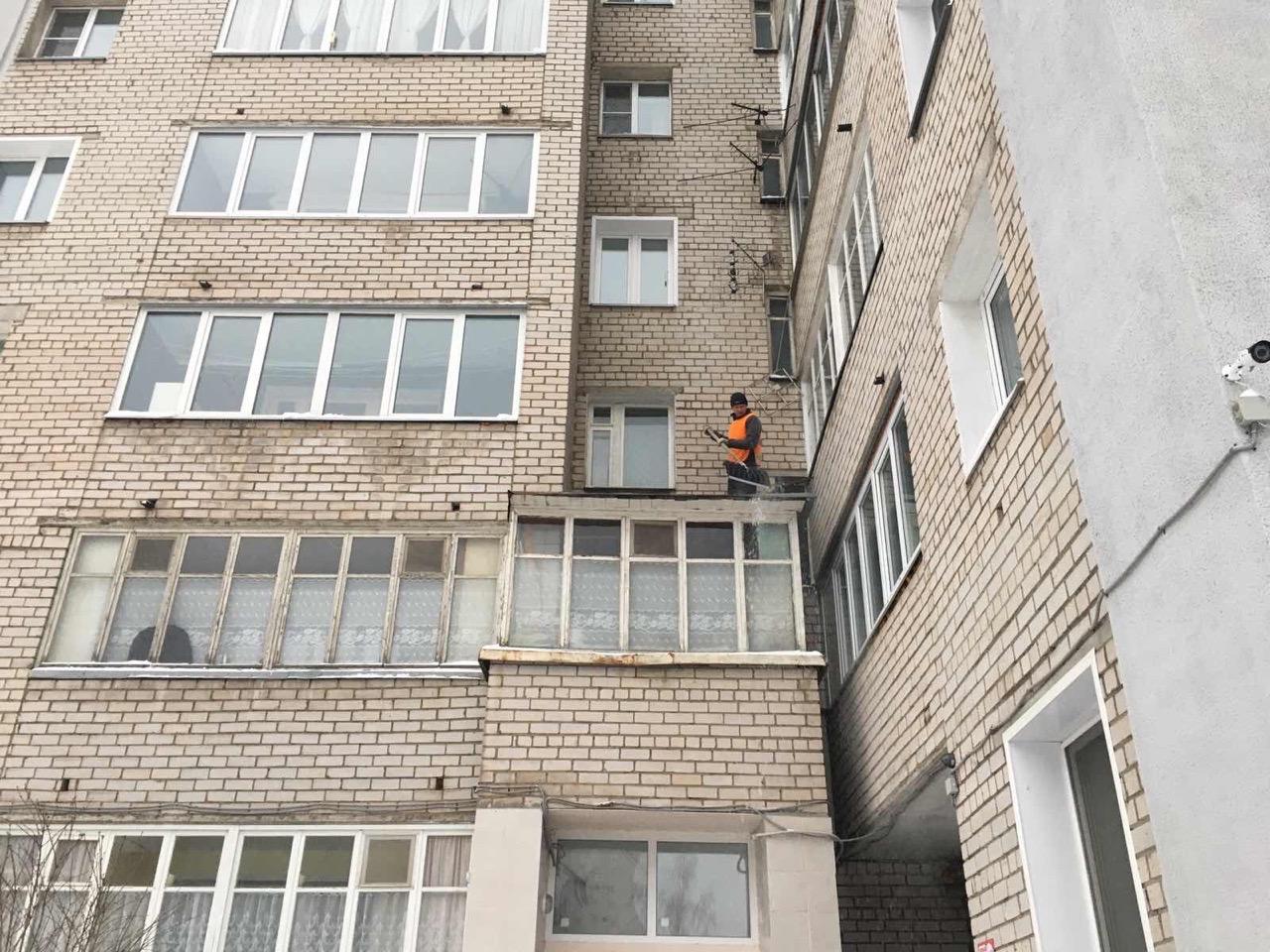 Улица Ломоносова дом 18 чистка козырьков