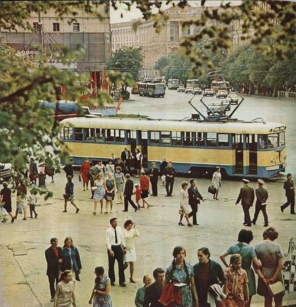 Трамвай в Киеве ,1976 г. Узнаете место