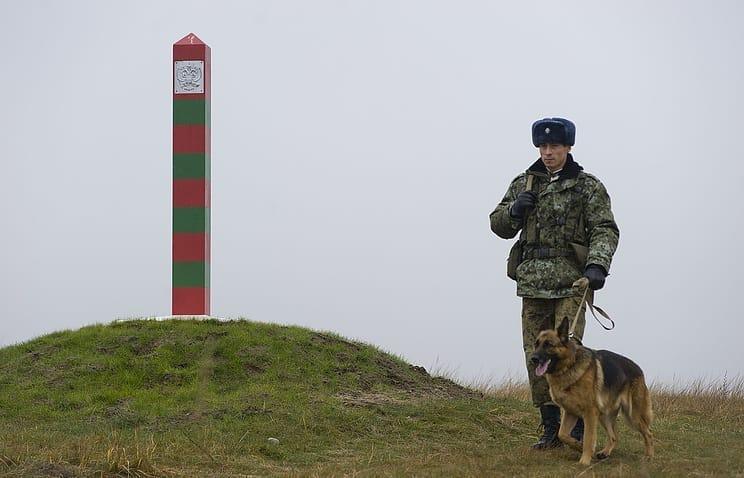 Сегодня праздник отмечают пограничники, несущие службу по охране границ страны, кадровые офицеры и ветераны пограничных войск
