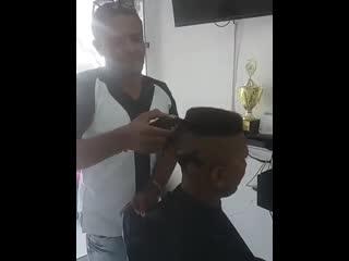Когда поругался с парикмахером