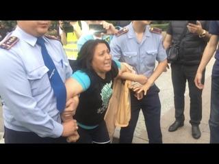 Массовые задержания на площади в Алматы в день инаугурации Токаева