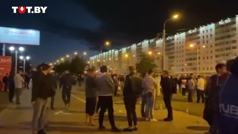 Минувшей ночью в Белорусии ОМОН прекратил избивать мирных жителей количество протестующих увеличилось на улицах Белорусии