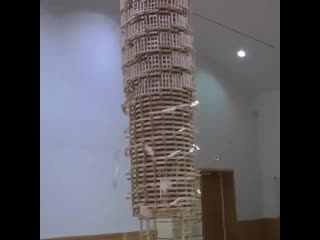 Amazing dominoes structure
