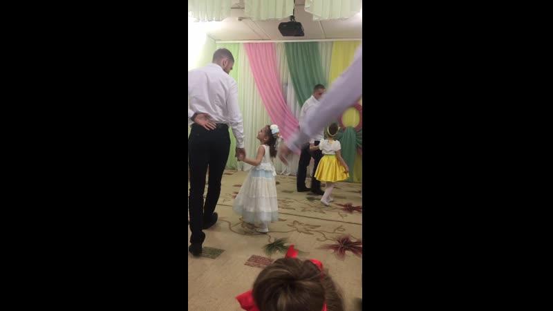 Первый танец папы и дочки 😊