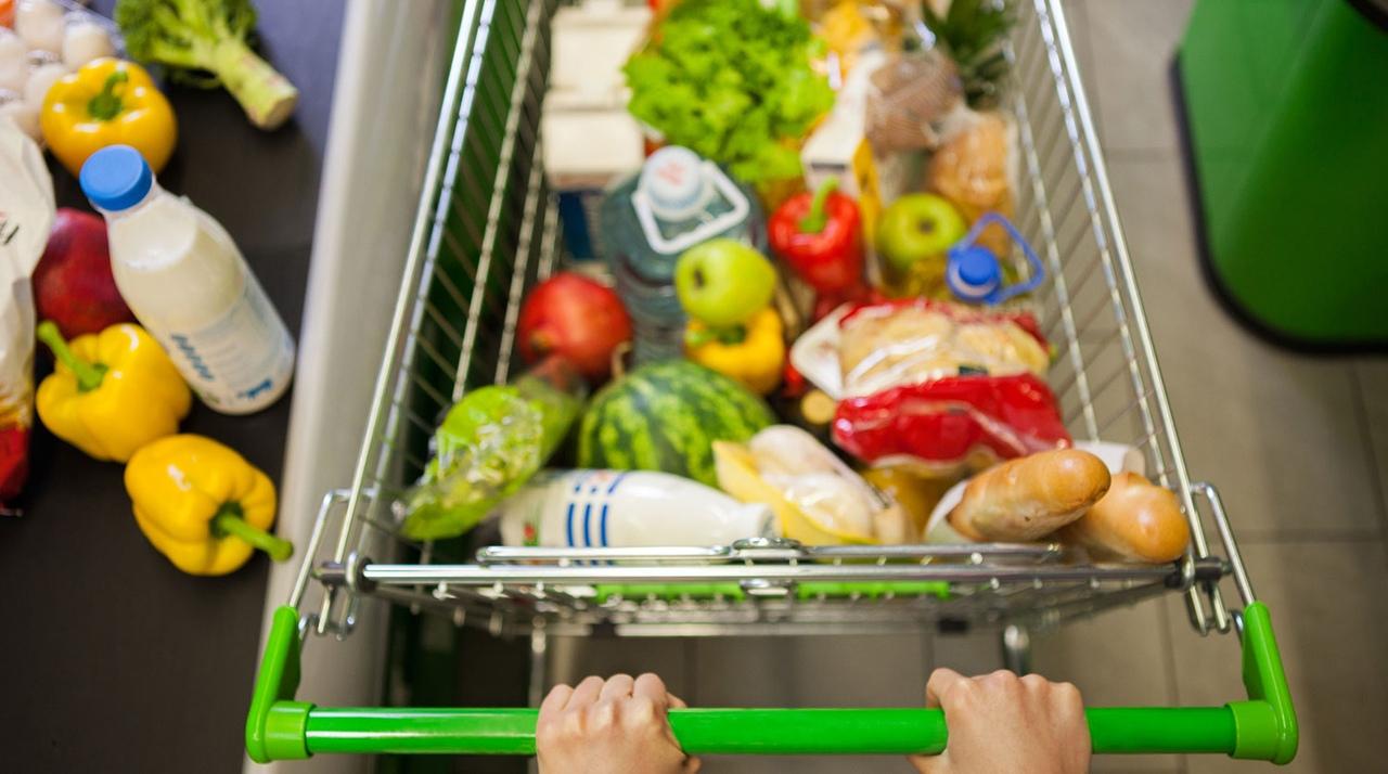 Средний чек россиян за один поход в магазин стал меньше почти на 11%