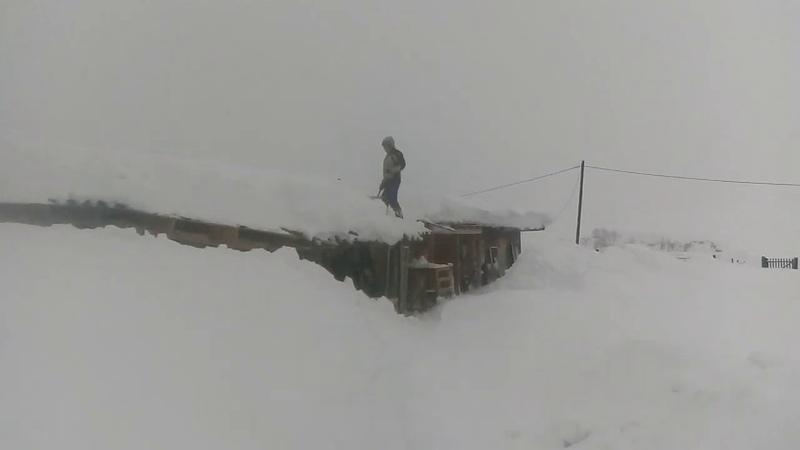 Рекордный год по снегу Чистим крыши чтобы не поехали