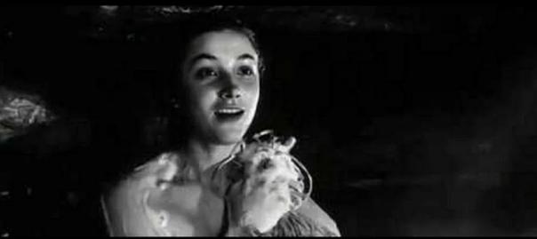 Как режиссёр уговорил девушек на сцену в бане в советских А зори здесь тихие Как известно, в советской военной драме А зори здесь тихие (1972) есть очень откровенная для тех времён сцена,