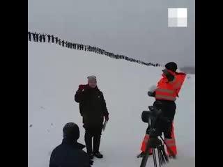 На Шиесе люди выстроились вдоль железной дороги для видеообращения _