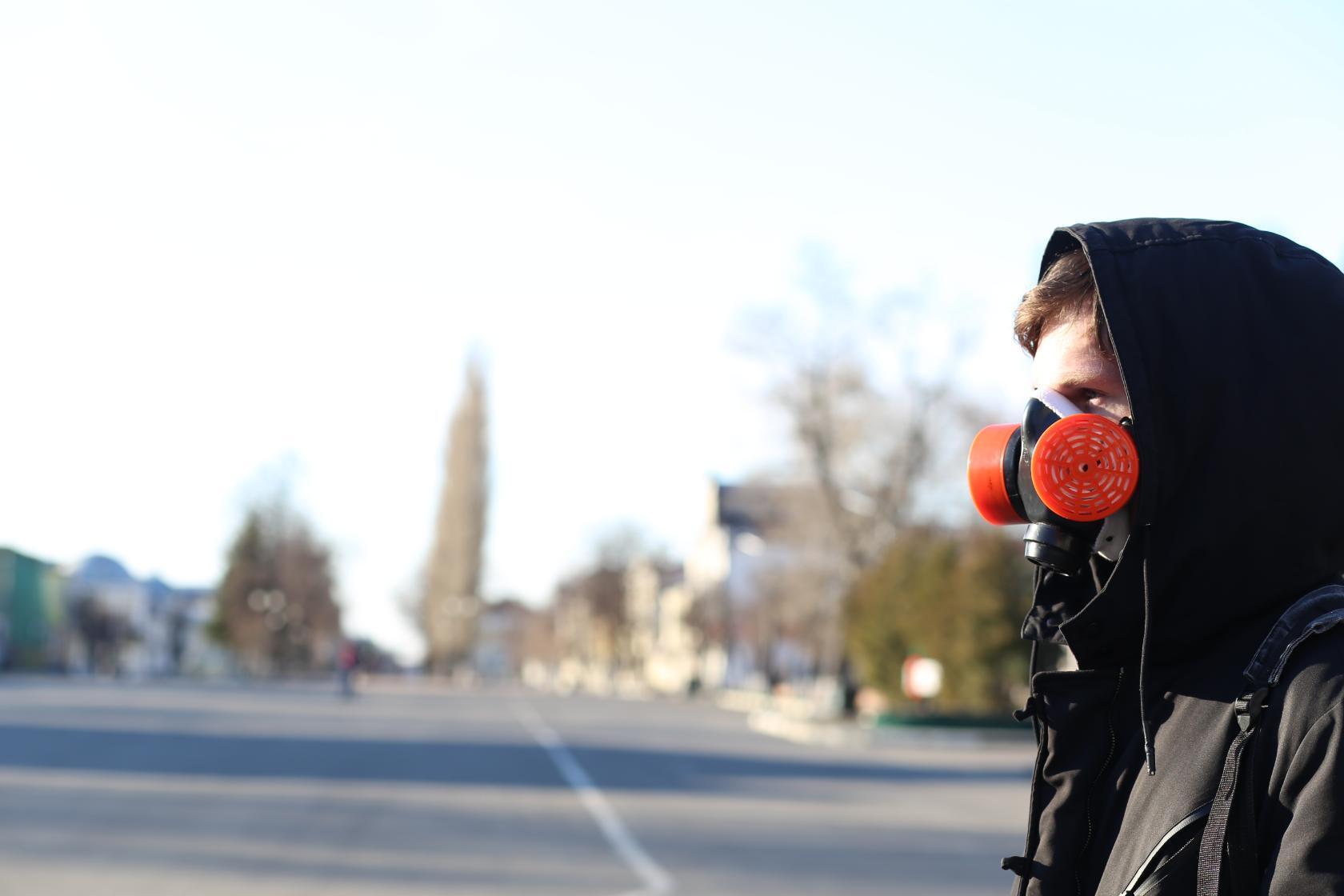 Администрацией области внесены изменения в действующее постановление от 26.03.2020 №233, которые закрепляют дополнительные меры по борьбе с распространением новой коронавирусной инфекции. Акцент сделан на самоизоляции, ношении средств индивидуальной защит