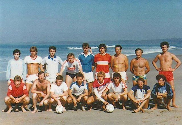 Александр Мостовой поделился архивным фото молодежной сборной СССР