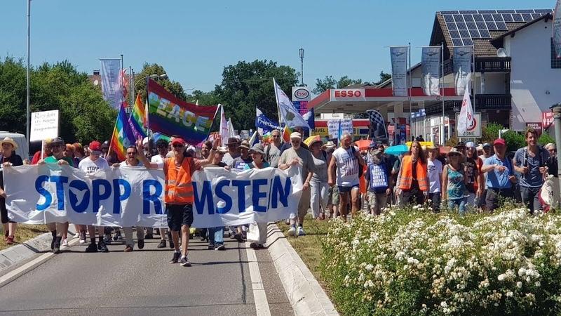 Mehrere Tausend Demonstranten fordern Stopp Air Base Ramstein