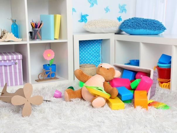Выбор подарков на первый день рождения для девочки достаточно обширен В этом возрасте детям интересно все яркое, новое и необычное, все что способно двигаться или издавать звуки. Также у малышей