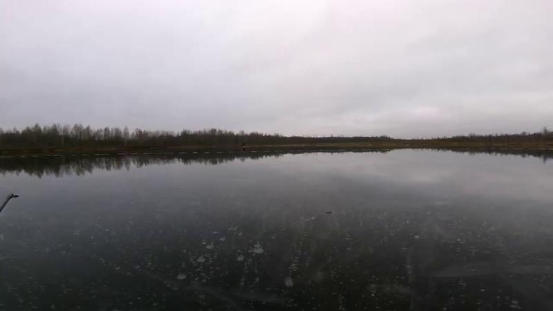 На коньках по идеальному льду нашёл как себя занять если рыба не клюёт