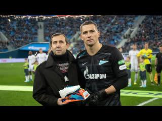 Он всю жизнь этого ждал: Михаил Кержаков получил приз от G-Drive из рук отца