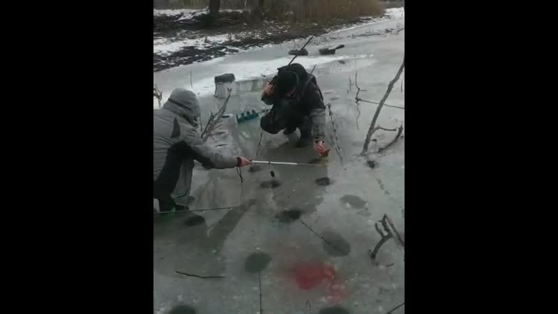 Будьте внимательны на льду друзья Ведь скоро последний лёд А это это одно из самых уловистых времен года