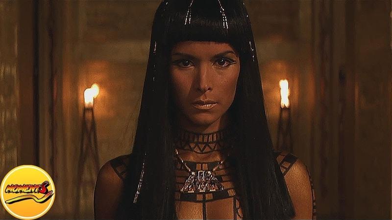 Верховный жрец и хранитель мёртвых Имхотеп влюбляется в Анк-су-намун.Фильм Мумия 1999 год