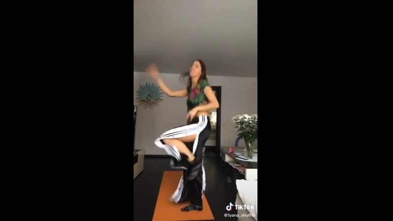 Девушки TikTok 1yanashuffle малолетка русская девушка школьница танцует тикток тик ток tik tok tiktok
