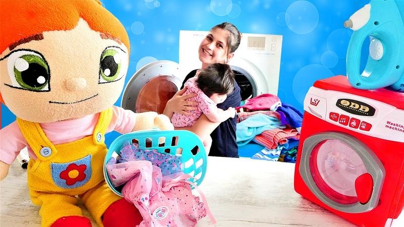 Bebek bakma oyunu. Ayşe Defnenin, Lili bebeğinin kıyafetlerini yıkayıp ütülüyor! Evcilik oyunları