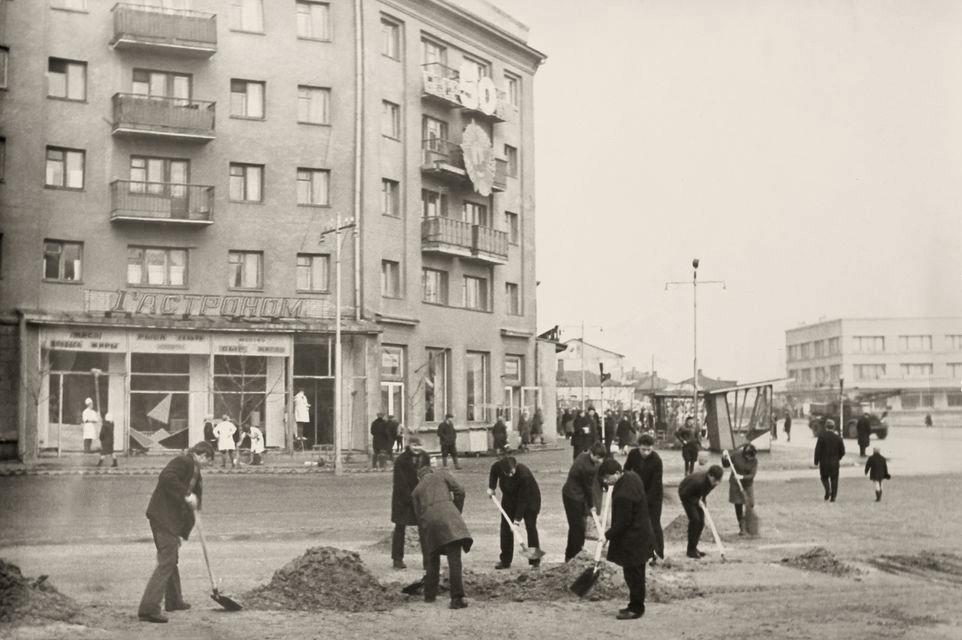 Субботник на площади Ленина, 1969 год