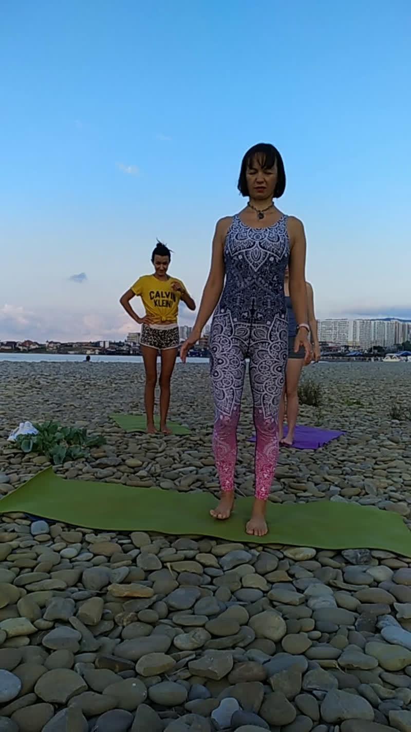 Прямой эфир утренняя практика хатха-йоги с Юлией Ереминой