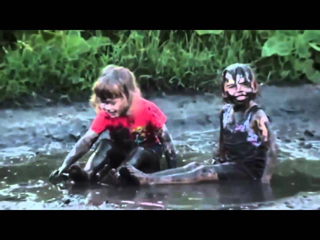 Дети непоседы и лужи В гостях у бабушки Супер прикол видео