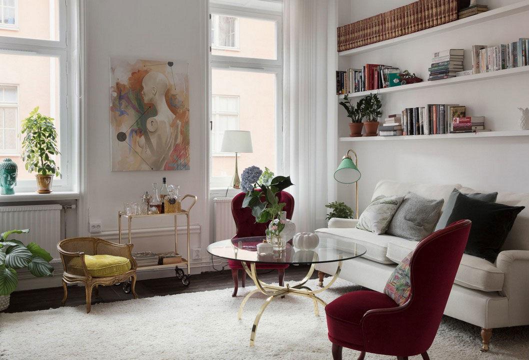 Шведская квартира с полосатой спальней и интересным декором
