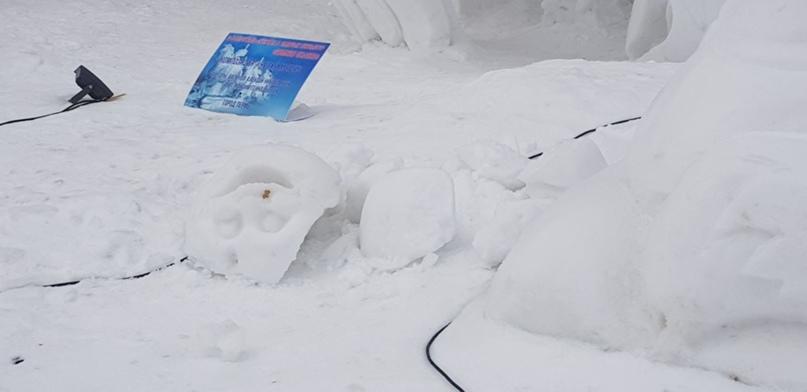 ⚡⚡⚡Это дно, ребята! Какие-то недочеловеки сломали ледовые скульптуры на Театраль...