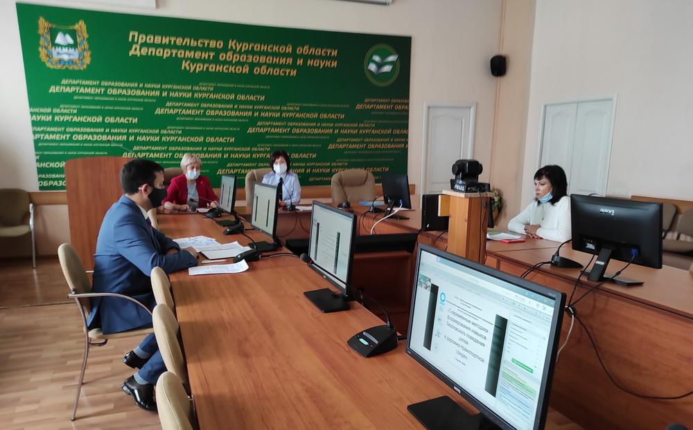 Педагоги и сотрудники ГИБДД Курганской области обсудили вопросы дорожной безопасности