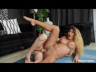 Venus Afrodita - Check Out My Whale Tail And Jack It