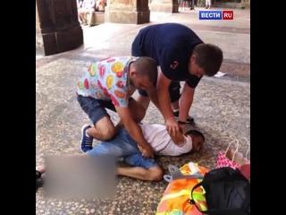 Двое ростовчан задержали уличного вора, который пытался украсть рюкзак у одной из их спутн
