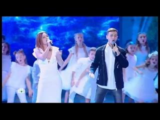 Юлия Савичева и Антон Азаров – Нас миллионы [Рождественская песенка года 2019 | ]