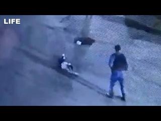 """Момент убийства у клуба """"Дикая лошадь"""": росгвардеец застрелил пьяного парня при задержании"""