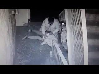Пытался изнасиловать 70- летную пенсионерку в подъезде и попал на видео.Казахстан г/  Шымкента.