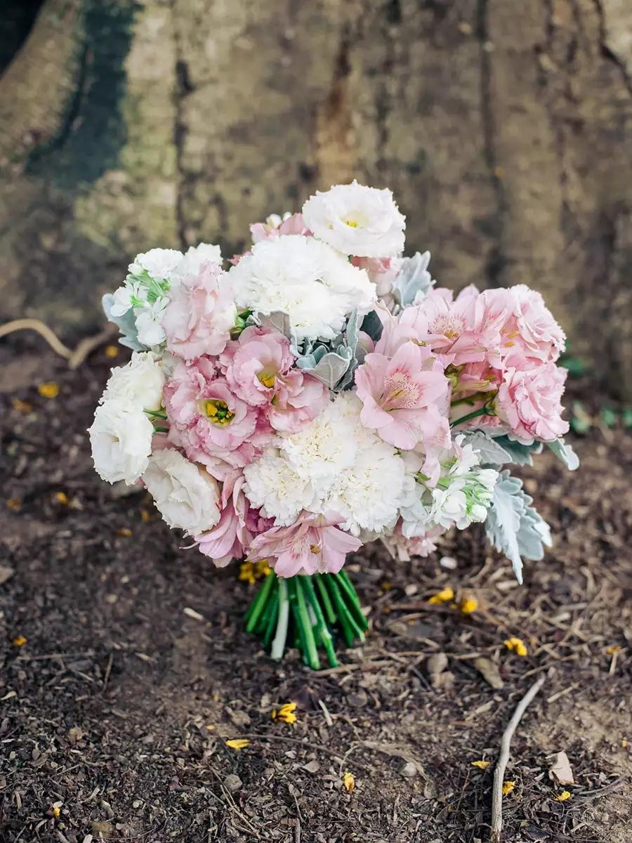 6 Y5AxmLXks - Свадебные букеты с гвоздиками - фото