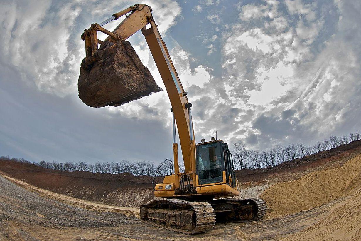 На северном обходе Ростова федеральные дорожники завозят песчаный грунт для устройства земляного полотна