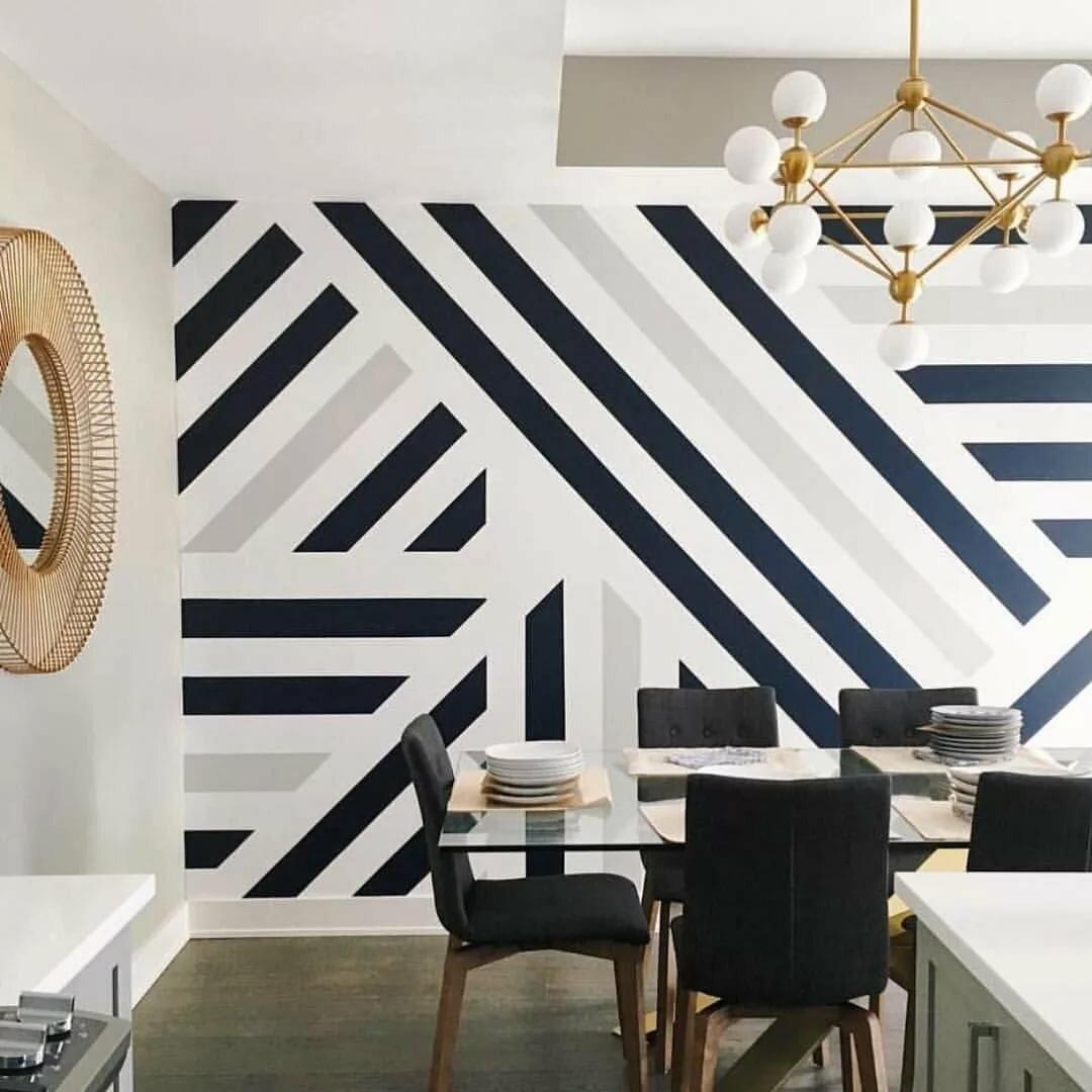 черно белые полосы на стене