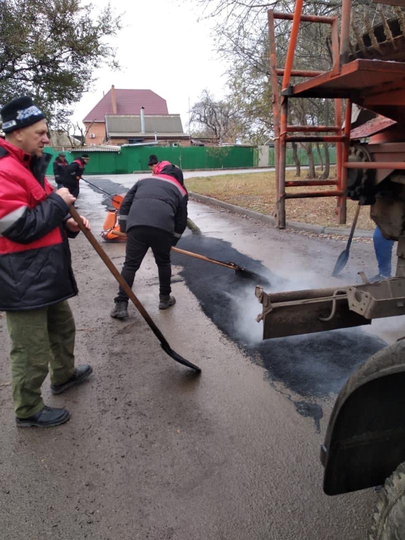 МКУ «Благоустройство»: В Таганроге устраняли аварийно-опасные участки по ул. Бабушкина
