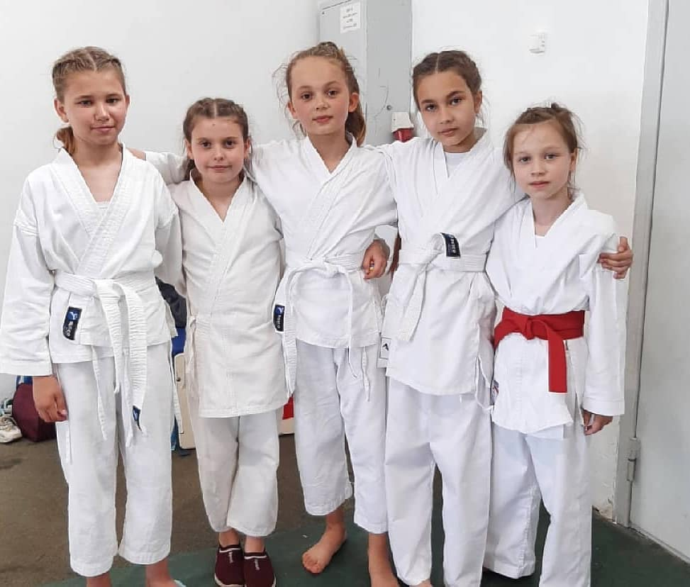 Воспитанники петровского спортклуба «Антей» завоевали 17 медалей и два кубка межрегионального турнира по карате