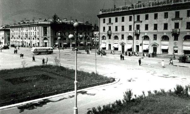 Красивые ретро фото площади Ленина в Ангарске...