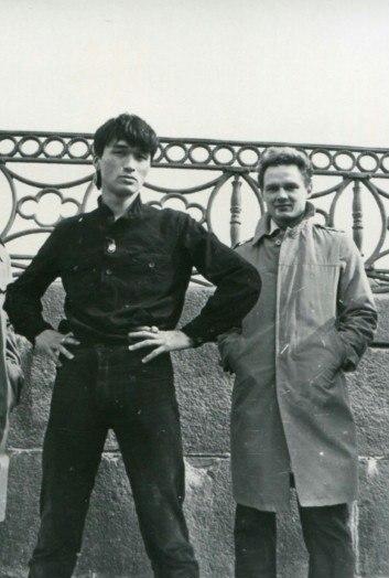 На фото: Виктор Цой и Олег Валинский, Ленинград, 1981 год.