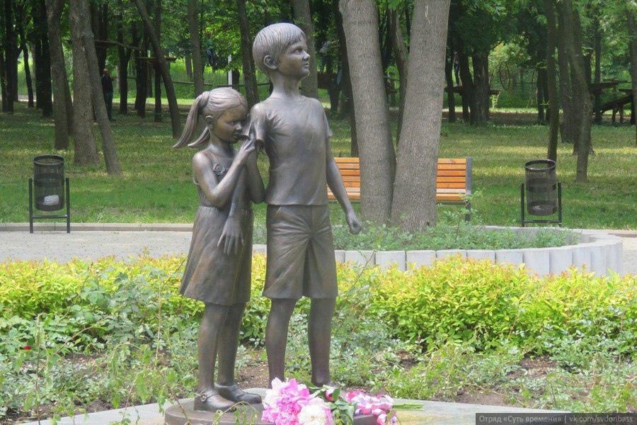 По страницам истории города: памятник «Детям Донбасса, детям войны»