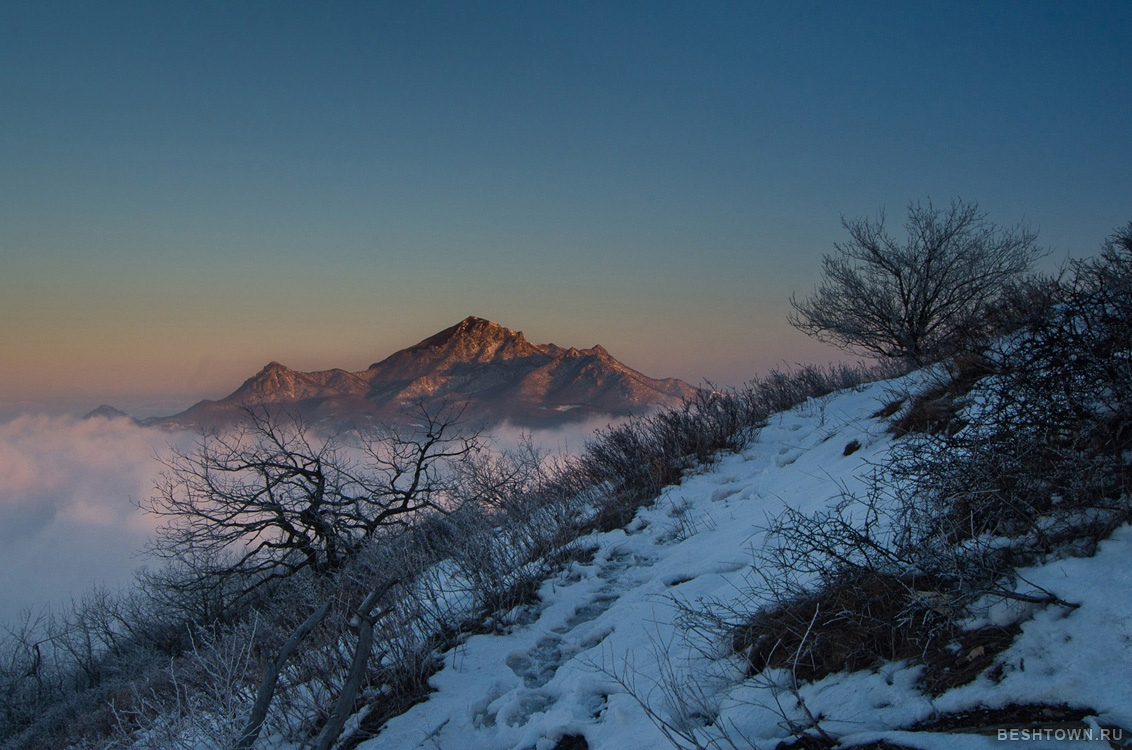 15 марта 2021, рассвет на вершине Машука, вид на Бештау