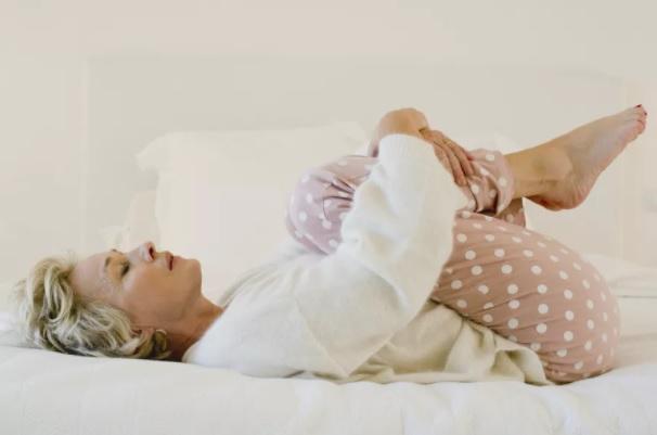 Утренняя растяжка спины - легкие движения, чтобы начать день с отличным самочувствием, изображение №1