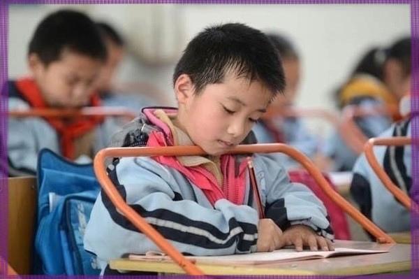 В школах Китая коммунисты душат детей за ошибки. 96293