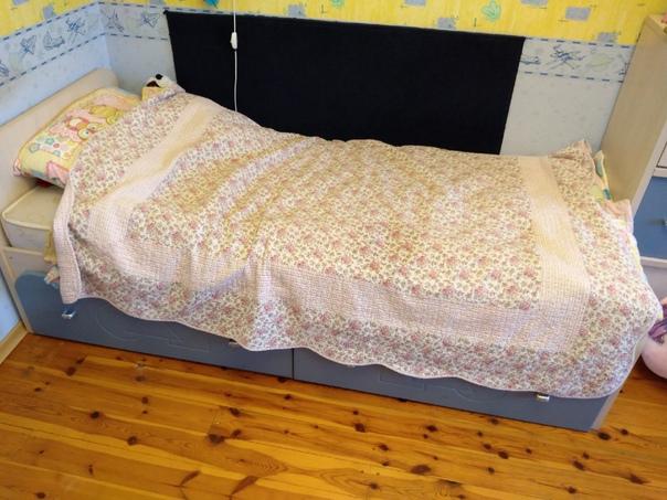Продам комплект мебели: кровать, комод полка.1. Кр...