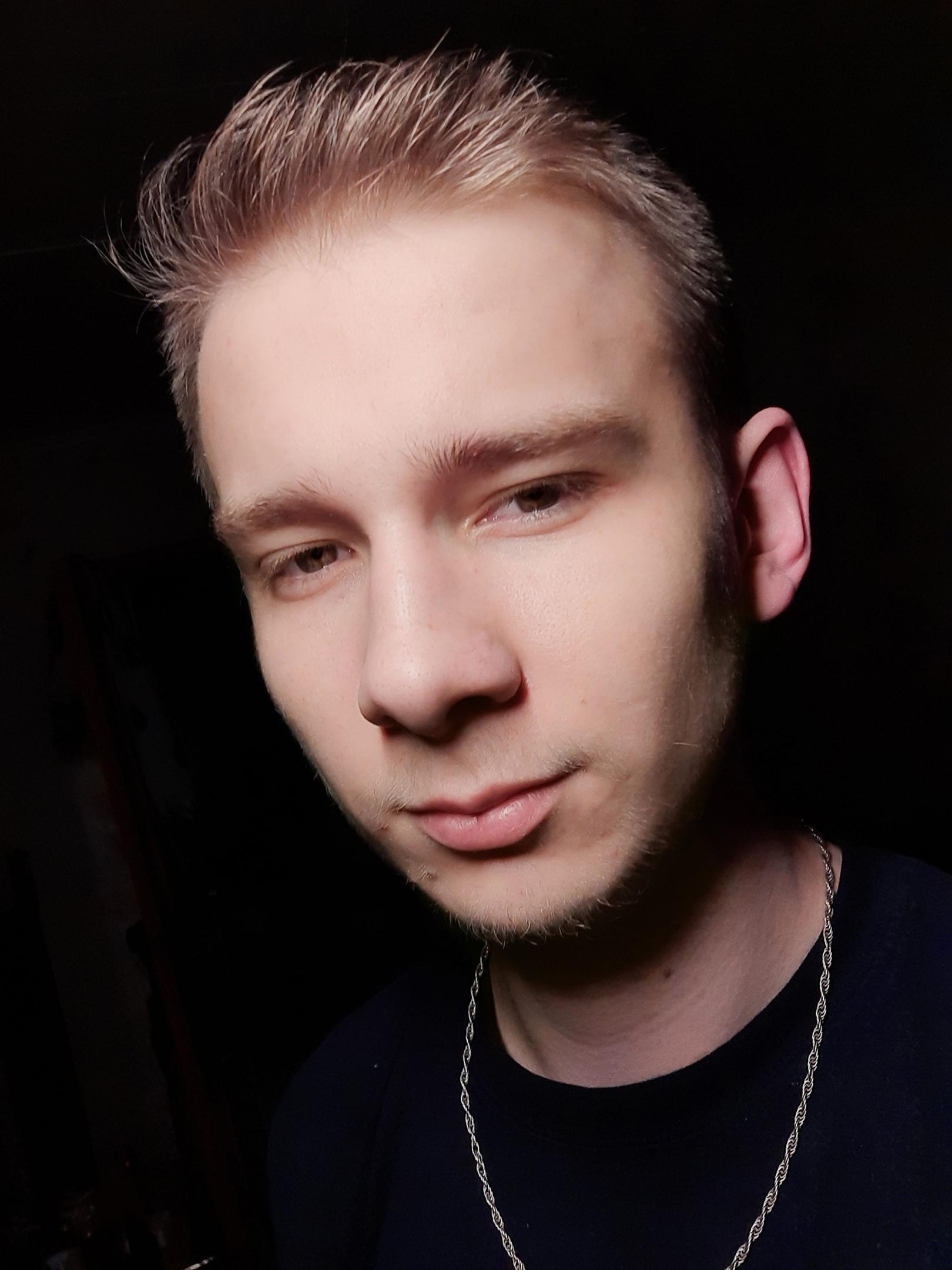 Артем, 18, Izhevsk
