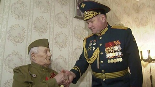 В преддверии Дня защитника Отечества почести ветеранам отдавали в разных городах страны.