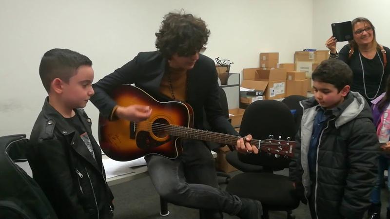 Ermal Meta con i piccoli lupi Gianmarco e Giuseppe - vietato morire in acoustic live 🐺🐺💛