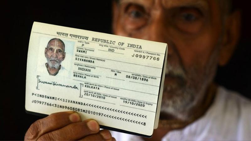 Мужчина показал паспорт в аэропорту и ошеломил всех никто не мог поверить в то что там указано